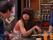 th 089703436 11 122 440lo Selena Gomez   Wizards of Waverly Place   Wizard of the Year episode (X18)