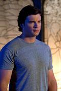 http://img278.imagevenue.com/loc446/th_84898_Smallville_10x03_Supergirl1_122_446lo.jpg