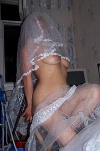 Mujeres casi desnudas con vestido de casamiento - 180 Fotos
